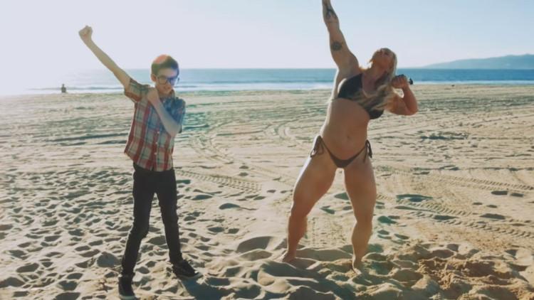 Weezer-LA-Girlz-Dante-Beatrice-2016