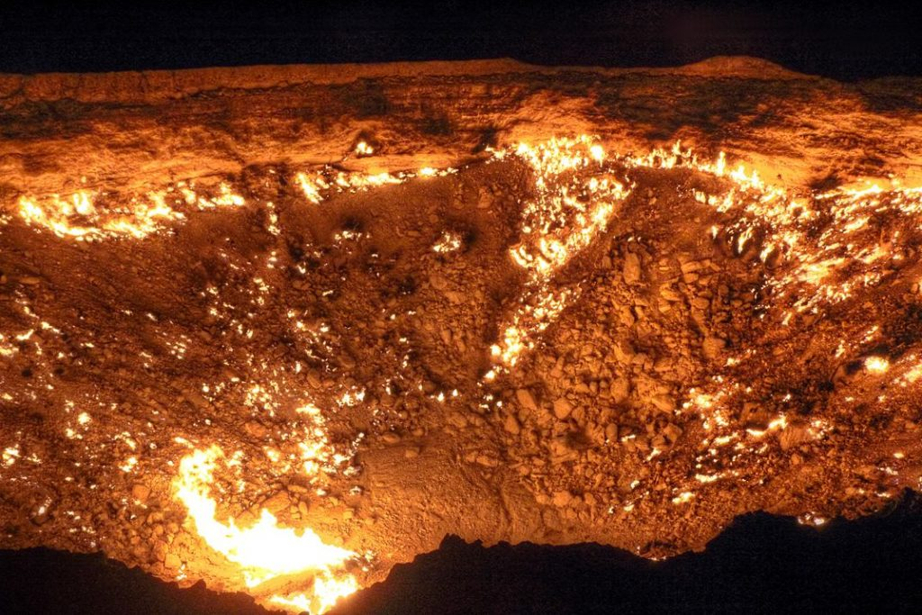 Darvaza-Gas-Crater-Gate-of-Hell-Turkmenistan