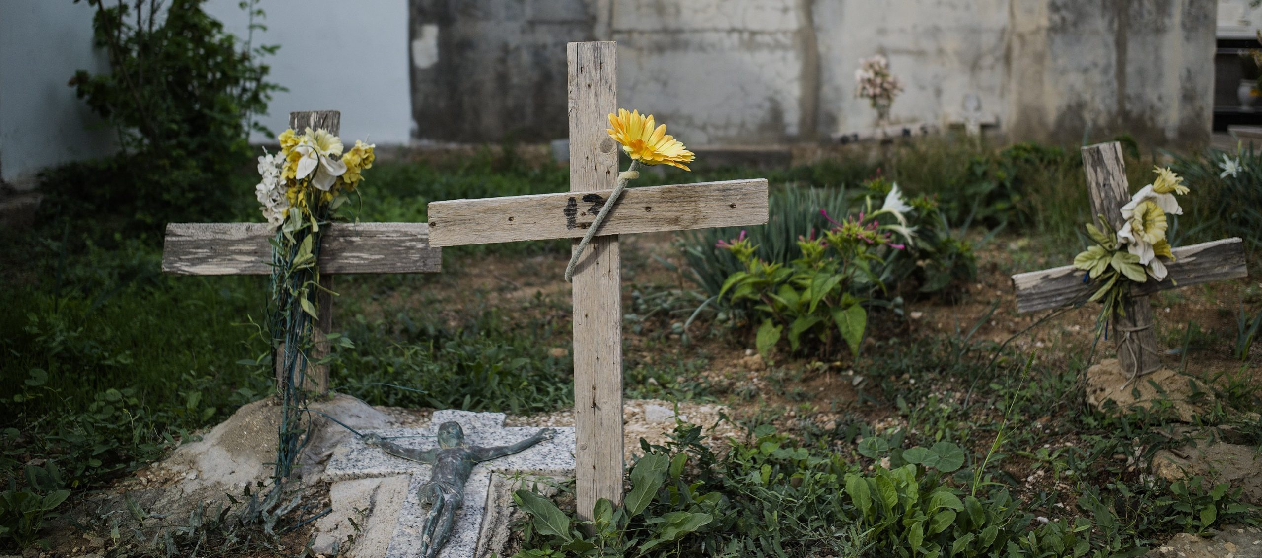 Getty-images-unidentified-migrant-tombs-Lampedusa