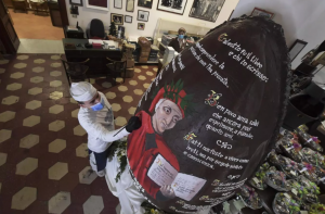 naples-celebrates-easter-with-giant-easter-egg-2021