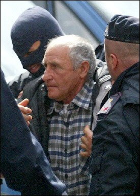 mafia-boss-reads-dante-alighieri-in-prison
