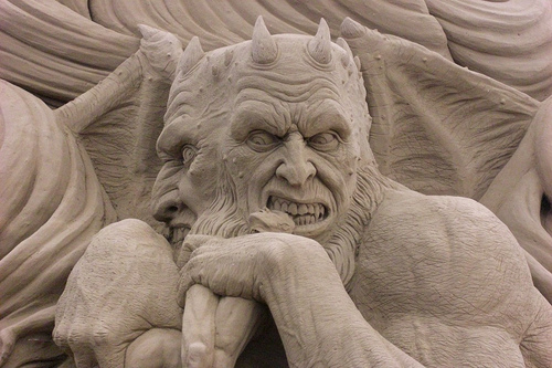 sand-sculptures-of-dantes-inferno